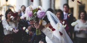 結婚式を「お得に挙げる方法」と式場を決めるポイント